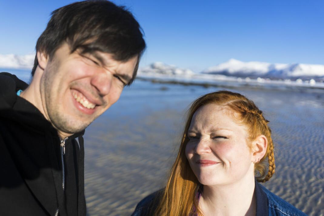 Ingmar Wåhlberg og redaktør Kristina Renate Johnsen i vesterålsmagasinet Yderst. Foto: Yderst