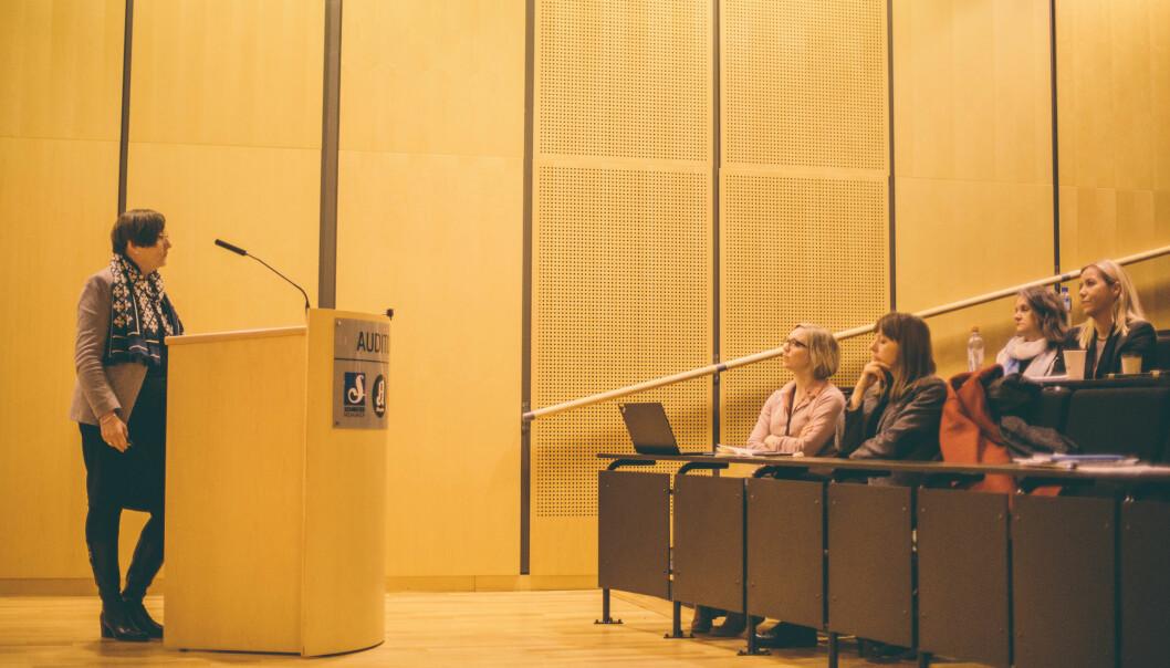 Tove Nedreberg styreleder i MBL presenterer tallene fra undersøkelsen.