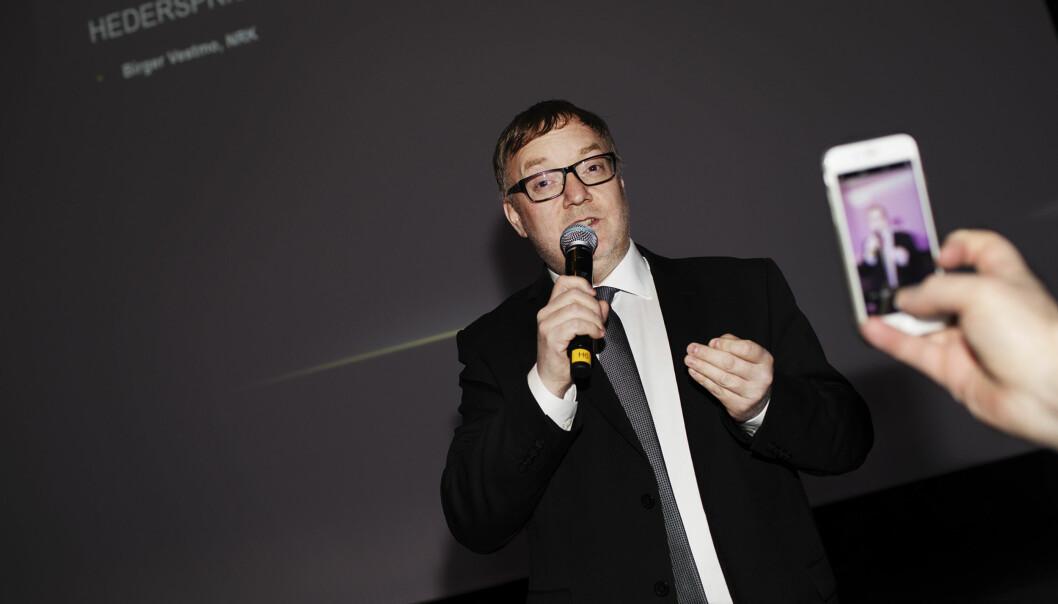 "<p>Til klapping og jubel fra Hell-deltakerne fikk Birger Vestmo selveste ""Hedersprisen"" under prisutelingen lørdag kveld. Foto: Andrea Gjestvang</p>"
