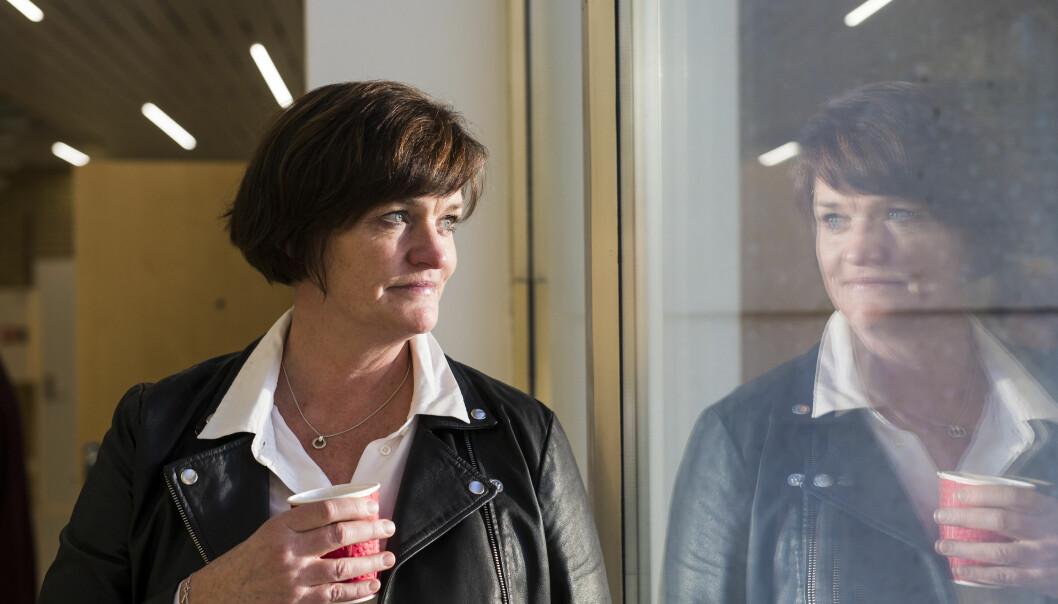 Mette Yvonne Larsen vet hun ikke vil få svar, men stevner likevel journalisten inn som vitne. Foto: Kristine Lindebø