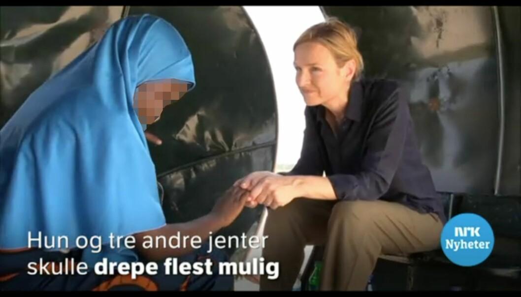 NRK Dagsrevyen intervjuet 11-åring som hadde unnsluppet et selvmordsoppdrag for terrororganisasjonen Boko Haram. Jenta var navngitt og avbildet iinnslaget. Journalisten har her anonymisert jenta. FOTO: Skjermdump, NRK.no