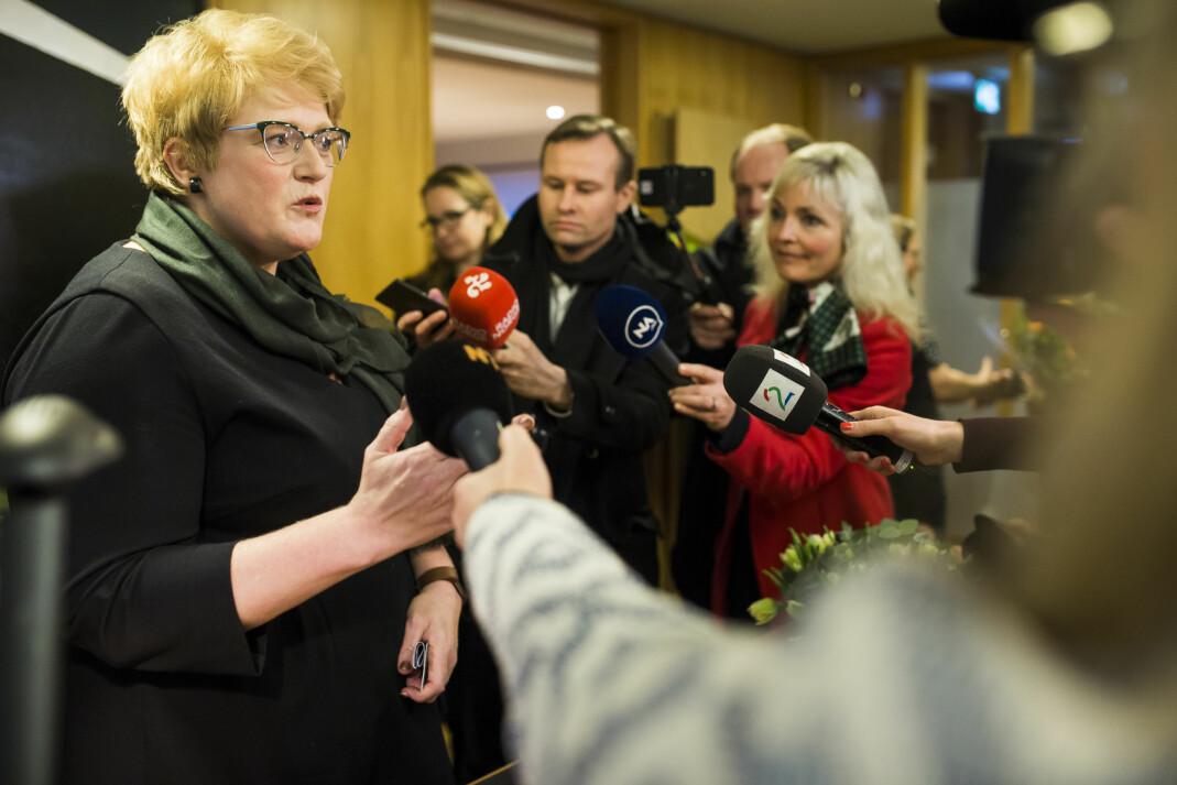 <p>Kulturminister Trine Skei Grande møter Aps mediepolitiske talsmann Trond Giske. Her møter hun pressen på sin første dag som kulturminister. Arkivfoto: Kristine Lindebø </p>