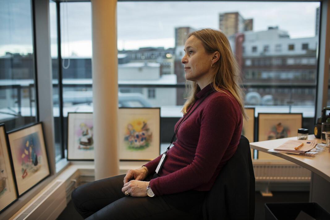 Sjefredaktør i Nationen, Irene Halvorsen, starter dagen med yoga eller fulgesang på balkongen.