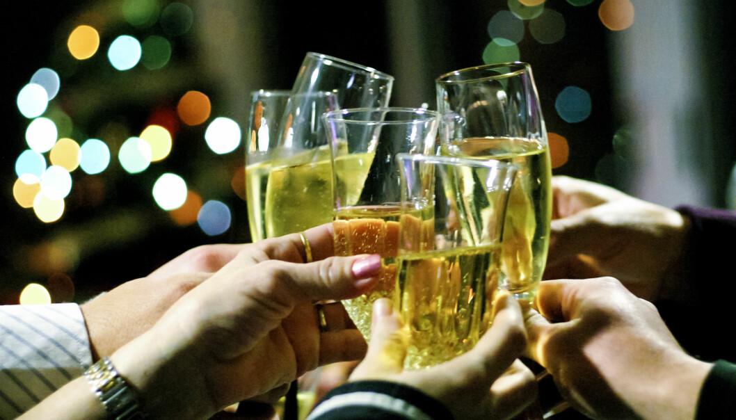 Flere redaksjoner sier de ikke har endret alkoholpraksis for årets julebord etter #metoo. Foto: Toni Blay/flickr.com