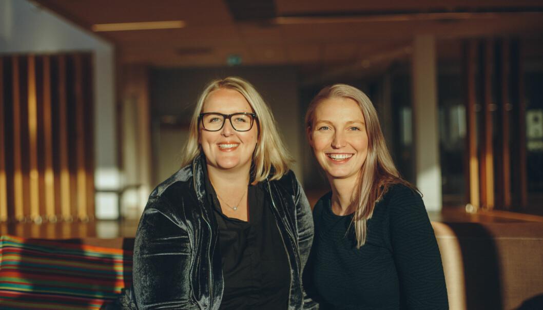 Synnøve Åsebø og Mona Grivi Normann mener tålmodighet og samarbeid er nøkkelen til å få i land en god gravesak. Foto: Marte Vike Arnesen