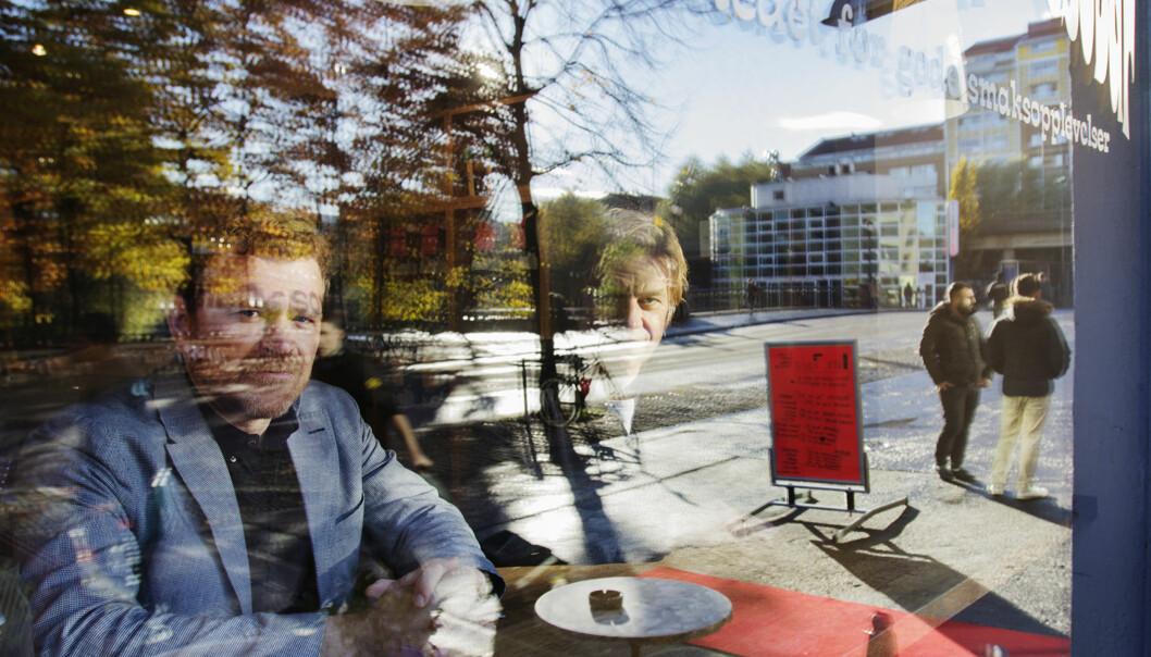 Journalistene Kjetil Sæter (til venstre) og Knut Gjernes har jevnlig møttes på kafféen Evita for å planlegge neste skritt i arbeidet med Boligbygg-saken. Foto: Glenn Slydal Johansen