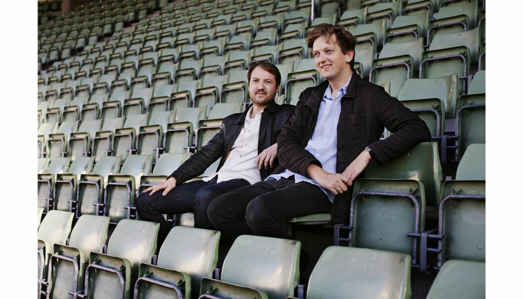 F.v. Fredrik Varfjell og Jon Olav Nesvold på Bislett Stadion i Oslo. De er klare for å dekke idrettsmesterskap og kamper med norsk deltakelse. Foto: Andrea Gjestvang