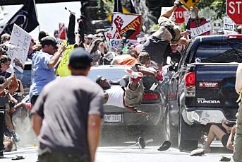 Ryan Kelly stod midt i veien og tok bilder av demonstrasjonene i Charlottesville. 20 sekunder senere kjørte bilen inn i folkemengden
