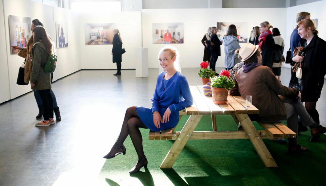 Christina Skreiberg, som ble kåret til Årets Frilanser i 2016, i utstillingen «Hei Nabo!» i Rådhusgalleriet i Oslo. Foto: Monica Strømdahl