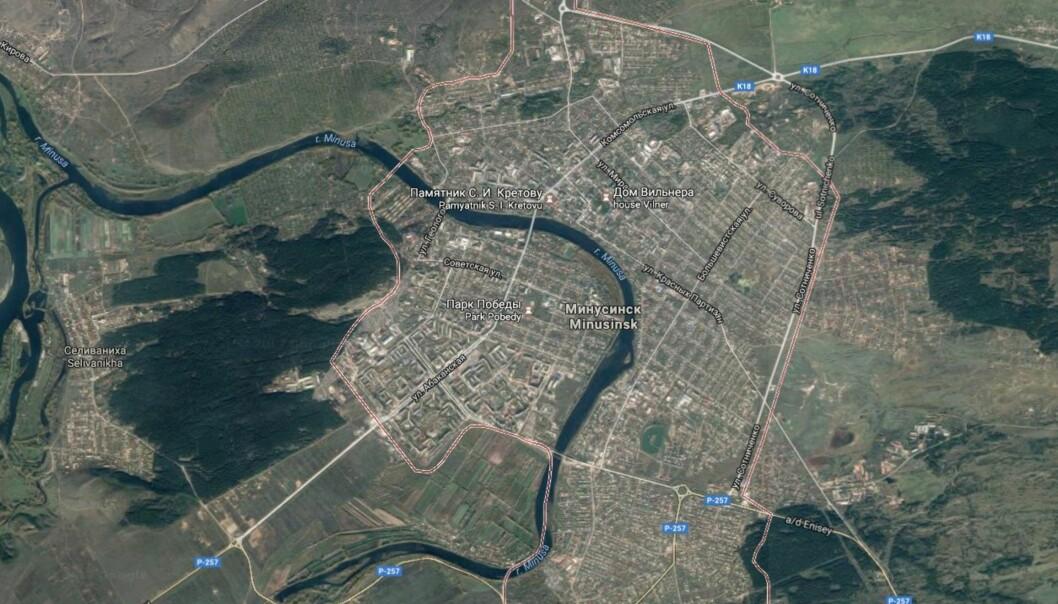 Redaktøren ble funnet utenfor boligen sin i Minusinsk. Foto: Skjermdump av landsbyen Minusinsk fra Google Maps.