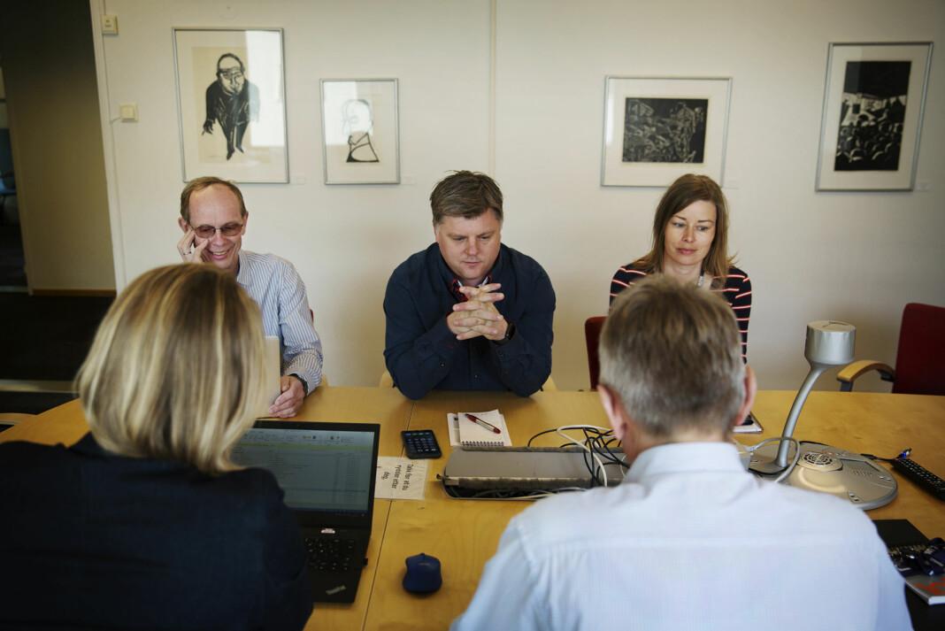 F.v. advokat og rådgiver i NJ Ketil Heyerdahl, leder i NJ i NRK Richard Aune og Mari Rollag Evensen i NRKJ-styret og i forhandlingsutvalget, møter representanter fra NRK sitt forhandlingsutvalg. Foto: Andrea Gjestvang