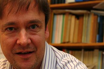 John Christian Elden mener det bør vurderes å innføre bøter ved grove brudd på offentlighetsloven