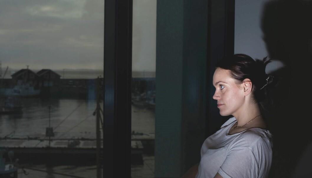 Siri Gulliksen har kanskje ikke nattbord, men fem punkt skjøteledning har hun. Foto: Caroline Meier/Deadline Media