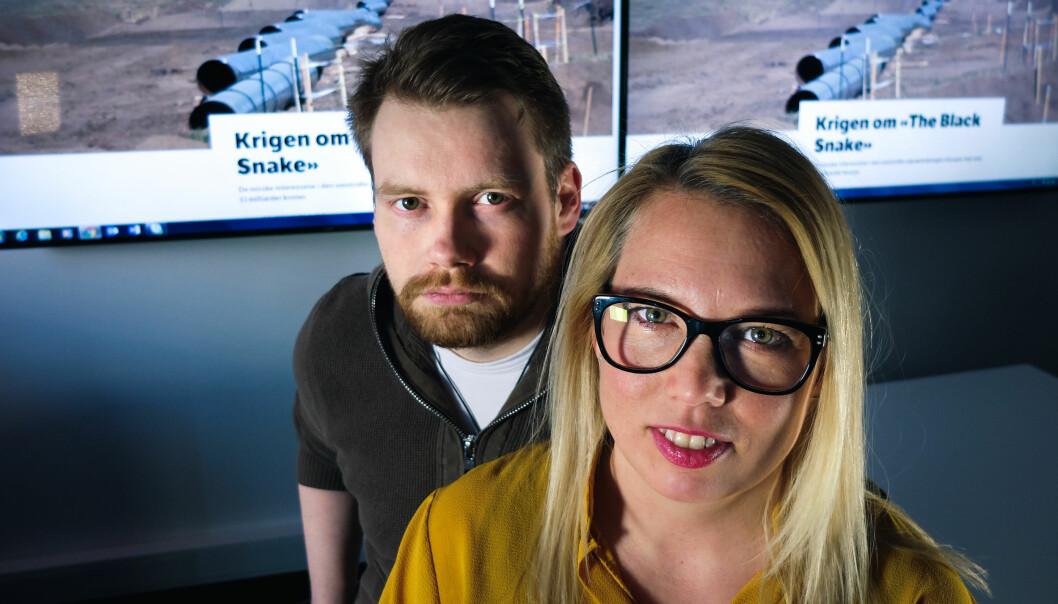 Carl-Gøran Larsson og Mariela Idivuoma hadde hovedansvaret for å grave frem opplysninger rundt norske interesser i en omstridt oljerørledning i USA. Foto: Dragan Cubrilo / NRK Sápmi