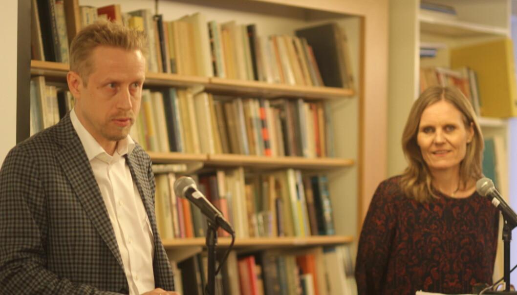 Ansvarlig redaktør Kristoffer Egeberg og styreleder Helje Solberg i Faktisk. Foto: Angelica Hagen