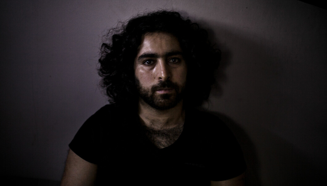Arya var aktiv i det kurdiske frihetspartiet (PAK) i begynnelsen av 2000-tallet. En stund var han del av deres militære gren. – Mentaliteten ødela meg. Jeg følte ikke at jeg kunne endre noe. Jeg ønsket å utdanne meg, for kunnskap generer endring. Og jeg ønsket å hjelpe på situasjonen til det kurdiske folk. Nå kan jeg ikke engang hjelpe meg selv, sier han. Foto: Line Søndergaard