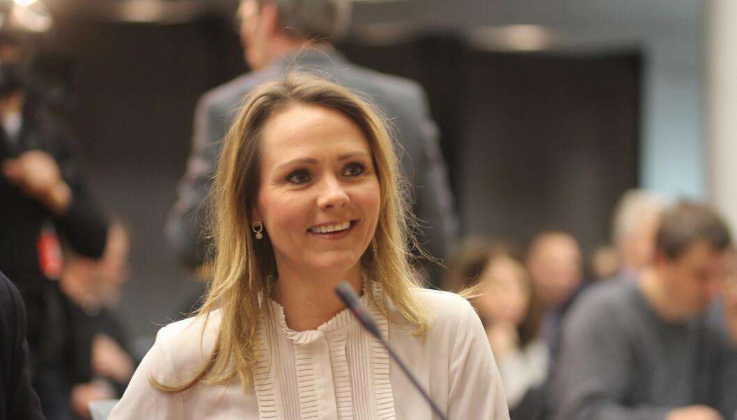 Statsråd Linda Hofstad Helleland utsetter vurderingen om fagpressen skal få momsfritak til budsjett for 2018 skal behandles. Foto: Angelica Hagen