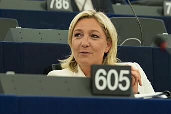 Marine Le Pen anklager mediene for å drive kampanje for motkandidaten