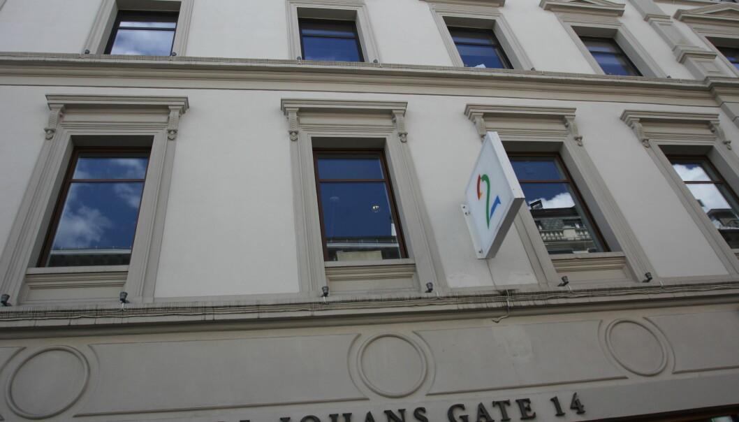 Utenfor TV 2-bygget i Karl Johan.