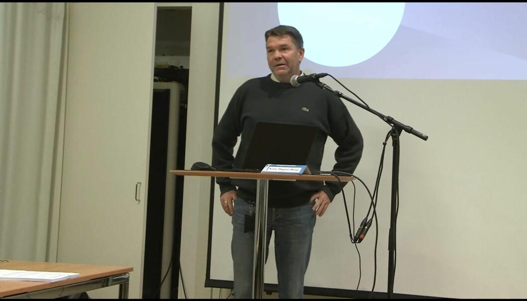 Programskaper Bjørn Olav Nordahl redegjorde for Brennpunkt-programmet om Jan Hanvold i Kringkastingsrådet torsdag. Foto: NRK