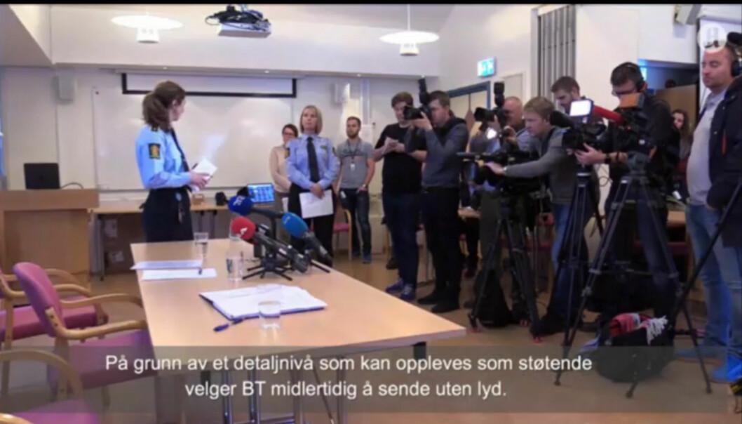 Da politiet viste deler av materialet de hadde beslaglagt valgte Bergens Tidende å heller filme pressefolkene som var tilstede på pressekonferansen, samt at de slo av lyden. Skjermdump: Bergens Tidende