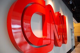 CNN puster Rupert Murdochs Fox News i nakken