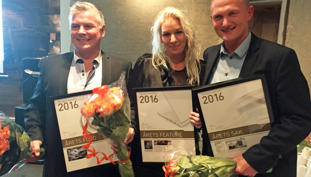 Prisvinnerne fra venstre: Kjartan Bjelland, Fædrelandsvennen, Camilla Glad, ÅmliAvisa og Pål Yngve Berg, Agderposten. Foto: Agderposten
