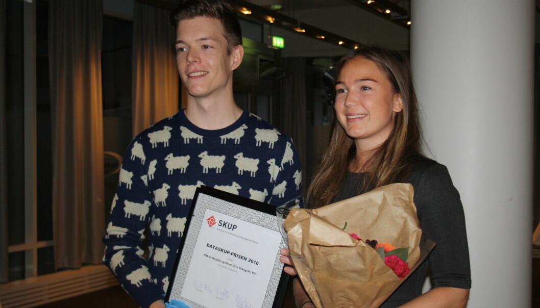 Einar Otto Stangvik og Natalie Remøe Hansen tok imot Dataskup-prisen lørdag. Foto: Angelica Hagen