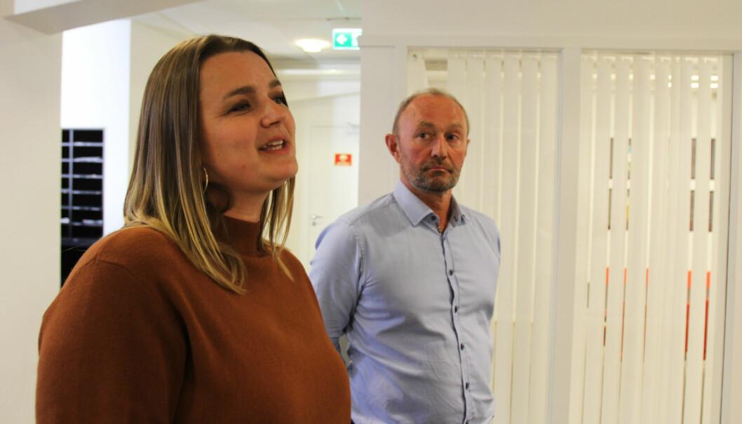 Påtroppende leder Hege Iren Frantzen og avtroppende leder Thomas Spence i Norsk Journalistlag. Foto: Martin Huseby Jensen