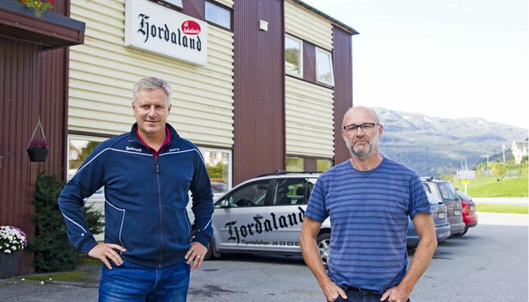 Daglig leder Trond Syversen (t.v.) og konstituert redaktør Geir Geitle i Avisa Hordaland på Voss er klare til å samarbeide med Universitetet i Bergen om et EU-støttet innovasjonsprosjekt. Foto: Vidar Herre, Hordaland