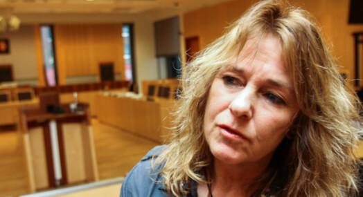 Nina Johnsrud tar sluttpakke fra Dagsavisen