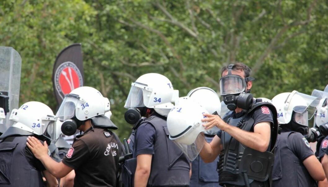 Tyrkisk politi ruster seg mot Erdogan-kritiske demonstranter i fjor. Foto: Mariann Strand.