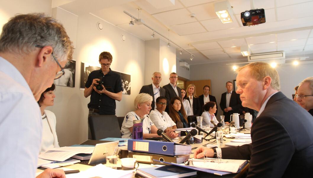 PFU-leder Alf Bjarne Johnsen (til venstre) vil bli sendt på gangen, det gjør neppe Vi Menns Alex Øystå (til høyre). Her fra behandlingen av den såkalte