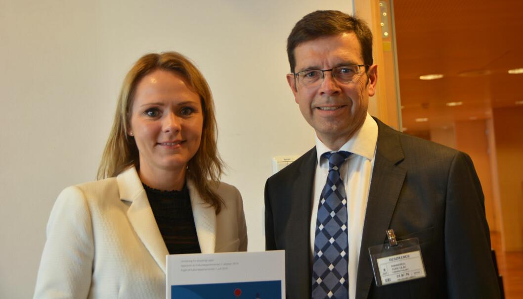 Kulturminister Linda Hofstad Helleland og utvalgsleder Tore Olaf Rimmereid. Foto: Elisabeth Fjørtoft/KUD