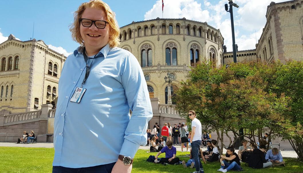 Arne Petter Lorentzen er journalist og Frp-tilhenger. En heller sjelden kombinasjon. Nå har han skiftet beite og jobber for partiet på Stortinget. Foto: Bjørn Åge Mossin