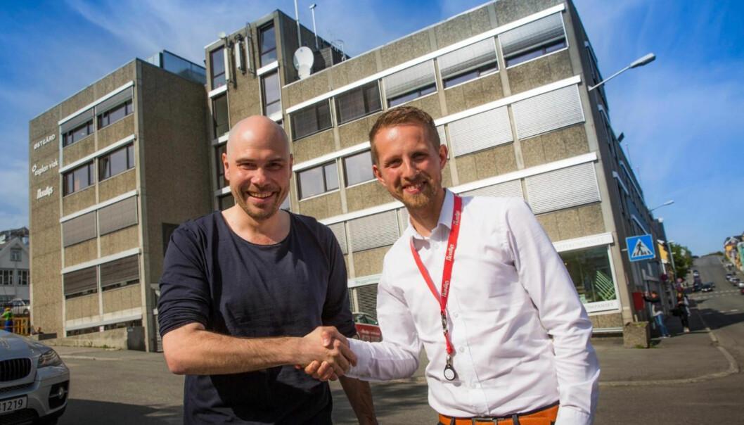 Anders Opdahl (til venstre) takker av og overlater sjefsstolen til Helge Nitteberg. Foto: Yngve Olsen Sæbbe, Nordlys