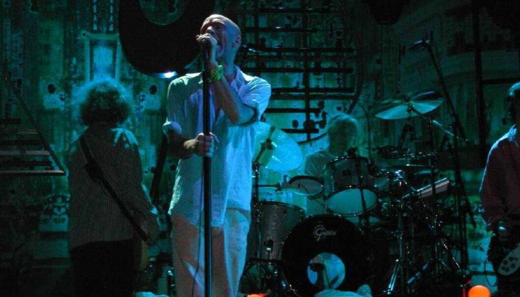 R.E.M. på scenen i Padova 22. juli 2003. Foto: Flickr user Stark (Stefano Andreoli) (http://www.flickr.com/photos/scaccia/39502728/) [CC BY-SA 2.0 (http://creativecommons.org/licenses/by-sa/2.0)], via Wikimedia Commons