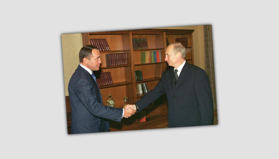 Mikhail Lesin møter Vladimir Putin på begynnelsen av 2000-tallet. Foto: Den russiske presidents kontor/Wikipedia