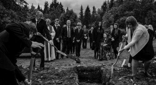 Stein Jarle Bjørge fotograferte sin egen fars begravelse. Fredag ble bildet premiert