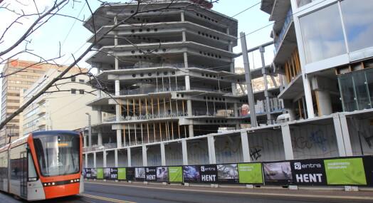 Alf Hildrum mener TV 2 kan spare penger på å la kontorene i Bergen stå tomme