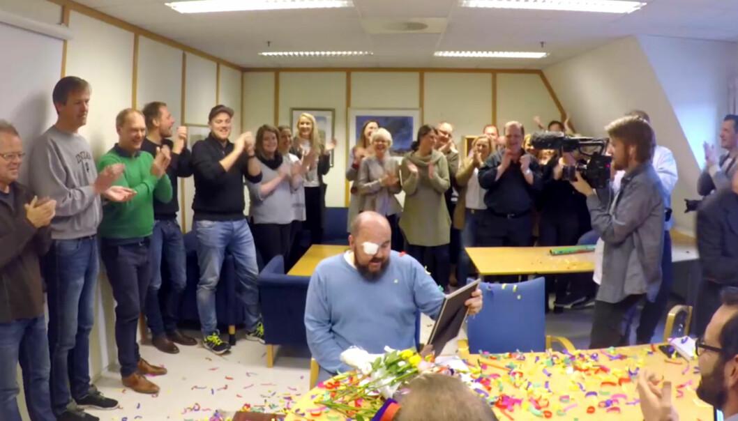 Skjermbilde fra at redaksjonen i Varden deltar i videoen der Vardens fotograf Bjørn Harry Schønhaug kåres til «Du er Telemark» av et lokalt kjøpesenter. Foto: Skjermdump fra videoen