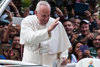 Pave Frans oppfordrer alle til å be for journalistene