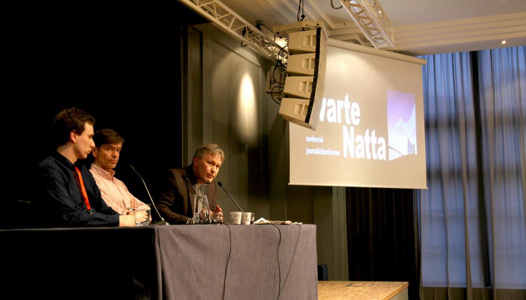 Kommentator Skjalg Fjellheim i Nordlys (til høyre) i panel sammen med journalist Tarjei Abelsen fra NRK Finnmark (til venstre) og sosiolog Kjetil Rolness. Foto: Glenn Slydal Johansen