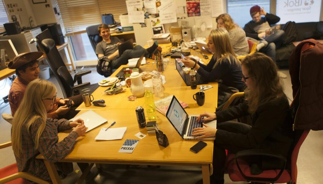 De frivillige studentene i Under Dusken jobber videre mens de avventer eiersituasjonen. Foto: Under Dusken