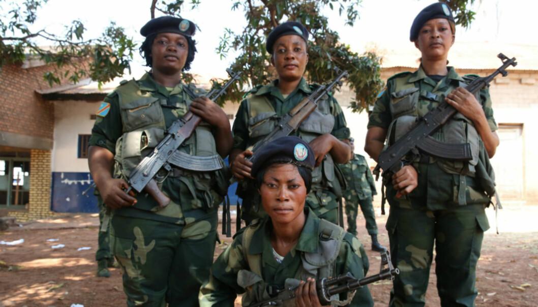 Kvinner i regjeringshæren, DR Congo. Foto: Abel Kavanagh, FN/Flicr, Creative Commons, kroppet
