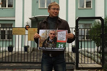 Her demonstrerer en russisk blogger for pressefrihet i Norge
