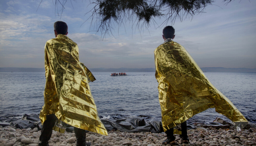 Rasmussen gikk bort fra vannkanten for å finne et annet perspektiv på flyktningenes landgang på Lesbos. Dette ble resultatet. Foto: Espen Rasmussen/VG.