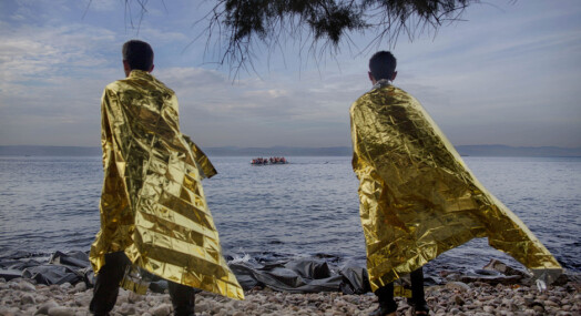 Flyktningene vet at mediene venter dem på Lesbos