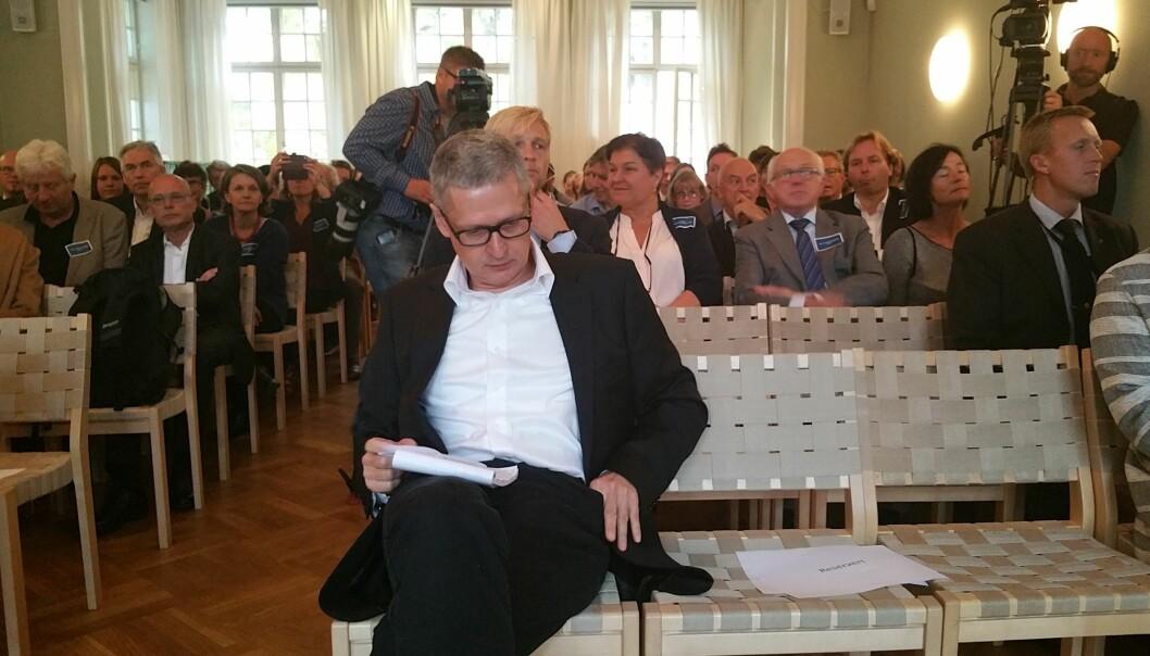 Flemming Rose på plass i Fritt Ords lokaler der han tirsdag mottok Fritt Ords Honnør sammen med Vebjørn Selbekk, ti år etter starten på karikaturstriden. Foto: Helge Øgrim