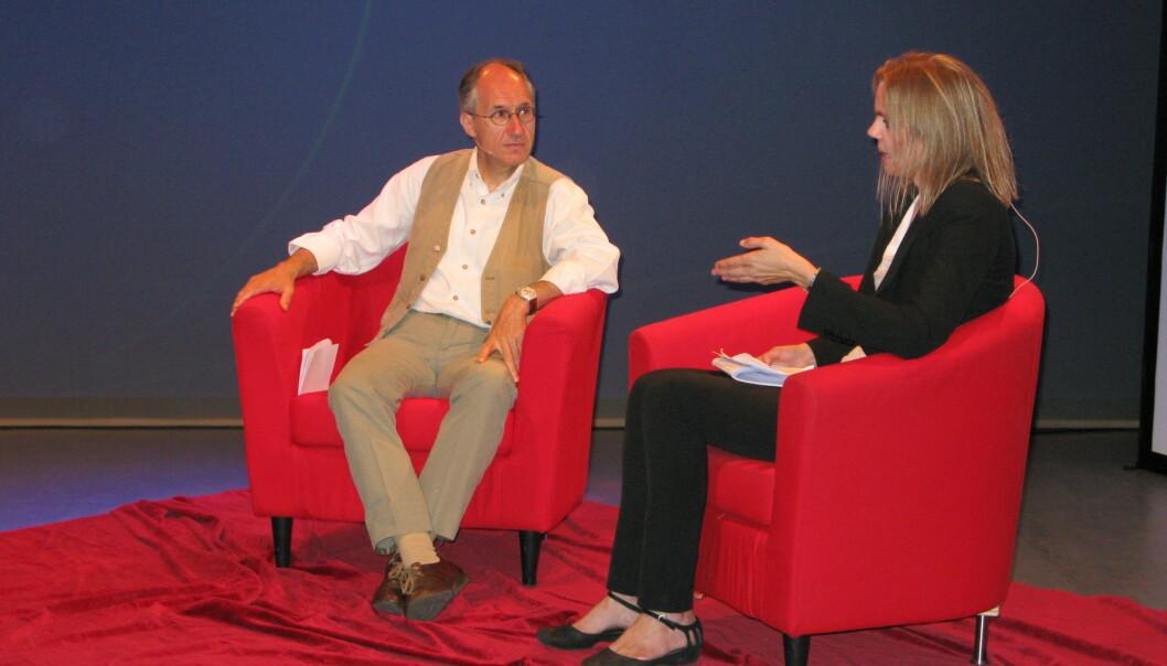 Gérard Biard i samtale med Aftenpostens Ingeborg Moe. Foto: Bjørn Åge Mossin